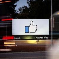 Le célèbre logo de Facebook, le pouce en l'air