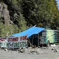 Un campement à Fairy Creek.