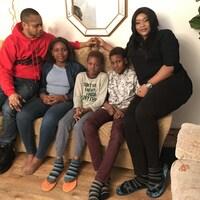 À leur arrivée au Canada, Tracy Akpojotor, son mari et leurs trois enfants se sont tout d'abord installés à Montréal après avoir fui le Nigeria.