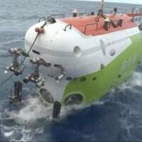 Le submersible Fendouzhe à la surface de l'océan.