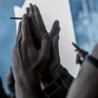 Un joint de cannabis lors du Festival d'été de Québec