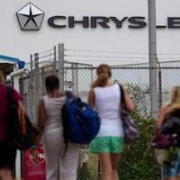 Des travailleurs arrivent à l'usine d'assemblage Fiat Chrysler, à Windsor.