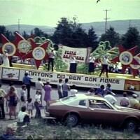 Une photo d'un défilé qui date de plusieurs dizaines d'années.