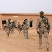 Des combattants des Forces démocratiques syriennes, lors d'une offensive contre le groupe armé État islamique dans le nord de la province de Raqqa, le 8 février dernier.