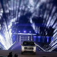 Un véhicule sur une scène.
