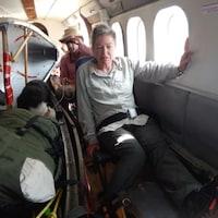 Francine Gagnon dans l'avion qui l'a amenée à l'hôpital.