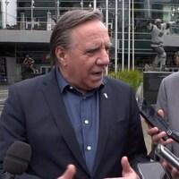 Le premier ministre du Québec François Legaut s'adresse aux médias.