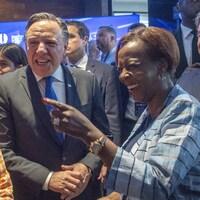 Le premier ministre du Québec, François Legault, accueille la secrétaire générale de la Francophonie, Louise Mushikiwabo, au Forum économique international des Amériques, à Montréal, le lundi 10 juin 2019.