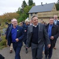 François Legault en compagnie de ses candidats de la région du Saguenay-Lac-Saint-Jean.