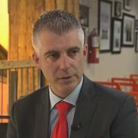 Le président de la Fromagerie Boivin, Luc Boivin, accorde une entrevue à la télévision.