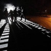 Huit migrants tentent de pénétrer au Canada en traversant une voie ferrée.