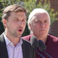 Plan rapproché des deux porte-parole de Québec solidaire.