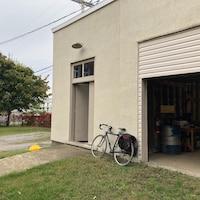 L'extérieur du garage