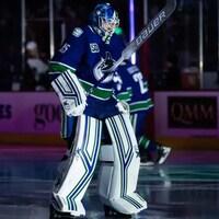 Un gardien de but de l'équipe de hockey des Canucks de Vancouver.