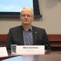 Le ministre fédéral des Transports, Marc Garneau, et la ministre fédérale du Développement international et de la Francophonie Marie-Claude Bibeau, lors d'un point de presse, lundi 11 septembre 2017.