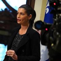 Geneviève Guilbault s'adresse aux journalistes.
