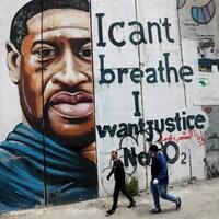 Une murale avec le visage de George Floyd et portant l'inscription « I can't breathe. I want justice ».