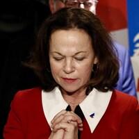 La candidate libérale donne un point de presse.