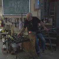 Giuseppe Benedetto au travail dans son atelier.