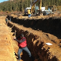 Des ouvriers travaillent sur le projet de la mine Coffee au Yukon en mai 2016