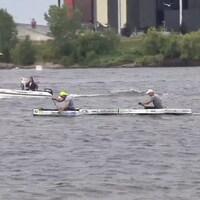 Guillaume Blais et Jimmy Pellerin dans leur canot à quelques centimètres du fil d'arrivée à Trois-Rivières.