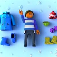 Les articles essentiels de l'hiver sont le manteau, les bottes, les mitaines, la tuque, le cache-cou et les chaussettes.