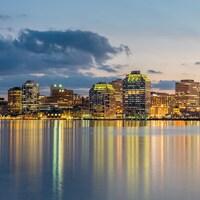 La péninsule d'Halifax vue en arrivant de Dartmouth.