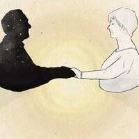 Illustration d'une femme, vue de profil, qui tient la main d'un homme. Nous ne voyons que la silhouette du défunt, qui contient des étoiles. L'illustration est sur fond de papier et une aura jaune émane de la poignée de main.