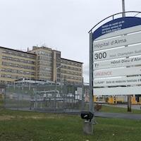 L'extérieur de l'hôpital d'Alma.