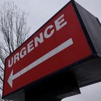 L'enseigne qui pointe vers les urgences.