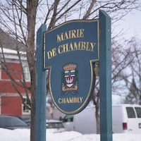 Enseigne de la mairie de Chambly.