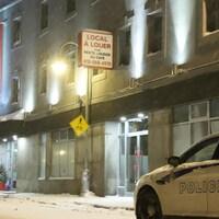 Une voiture de police devant l'Hôtel du Nord à Québec.