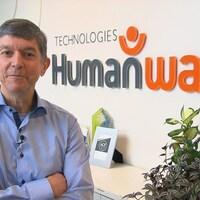 Gilles Pépin prend la pose dans les locaux de l'entreprise Humanware