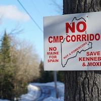 Pancarte sur laquelle on peut lire « No CMP Corridor ».