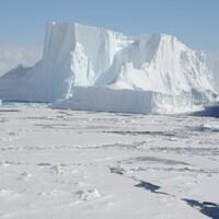 Un iceberg à la dérive, en Antarctique
