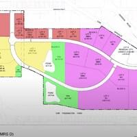 Un plan coloré montrant un quartier avec divers lots ayant des désignations de zonage différentes.