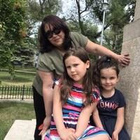 Racha Ouadia et ses deux filles.