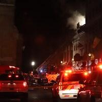 De nombreux effectifs ont été déployés pour combattre cet incendie au coeur du Vieux-Québec.