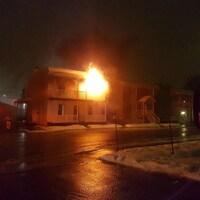 Un feu a éclaté dans un immeuble de Vanier.