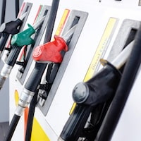 Des pompes à essence d'une station Shell.