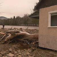 Le torrent a causé d'importants dégâts sur l'île Enchanteresse
