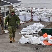 Un militaire à Saint-Jean, au Nouveau-Brunswick, le 27 avril 2019.