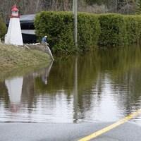 Rue inondée à Saint-Jean, Nouveau-Brunswick, le 28 avril 2019.