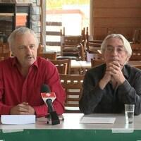 Le président de l'Action boréale, Henri Jacob (à gauche), et le vice-président de l'organisme, Richard Desjardins (à droite)