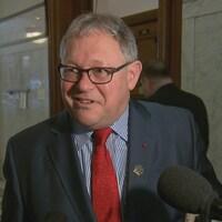 Le président de l'Assemblée nationale du Québec, Jacques Chagnon, ne voit pas d'enjeu à laisser confidentielles les dépenses en bouteilles de vin lors de missions parlementaires à l'étranger.