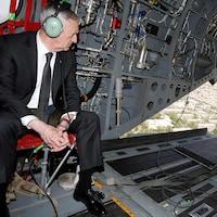 Le secrétaire américain à la Défense, James Mattis, à son arrivée à Kaboul