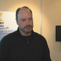 Le chef des opérations d'Arianne Phosphate, Jean-Sébastien David, accorde une entrevue à la télévision.