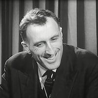 Jean Vanier en 1967 alors qu'il donne une entrevue à l'émission Aujourd'hui.