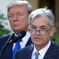 Le président de la Réserve fédérale américaine, Jerome Powell, s'adresse aux journalistes à la Maison-Blanche.