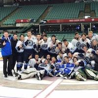 L'équipe masculine de hockey de la délégation Québec aux Jeux du Canada 2019 de Red Deer en Alberta dont le capitaine est l'Estrien, Justin Robidas